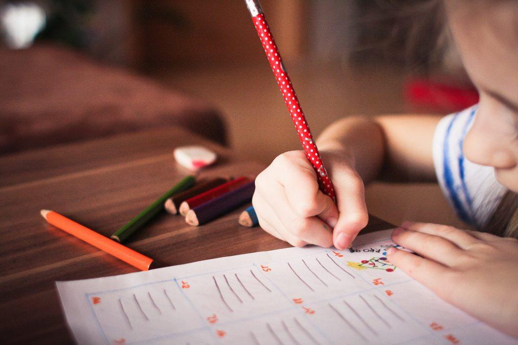 क्या आपको लगता है आपके बच्चे को गृह कार्य करने में परेशानी हो रही है?  यदि हां तो जाने की गृह कार्य देने का उद्देश्य क्या होता है-
