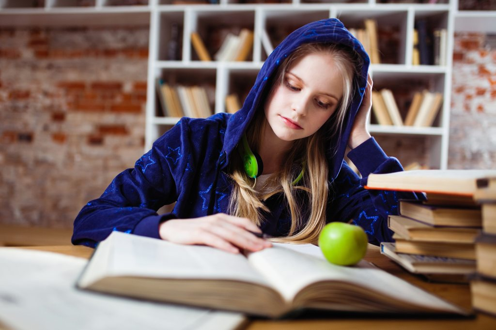 Healthy Eating during Exams, with exams approaching, healthy snacking is the last thing a student thinks of. But, actually, good nutrition should be part of a students study plan because it's going to help him ace those tests.